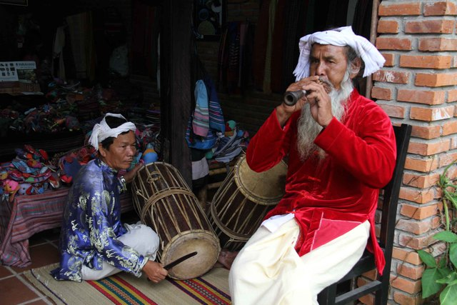 Làm lễ hội văn hóa nghề, hoặc một sản phẩm như trước nay chúng ta vẫn thấy ở các lễ hội hoa, trà, cà phê, và nay là một doanh nghiệp làm lễ hội lụa, chính khả năng khai thác chiều sâu, liên kết lịch sử văn hóa giao thương với các nước trong khu vực.