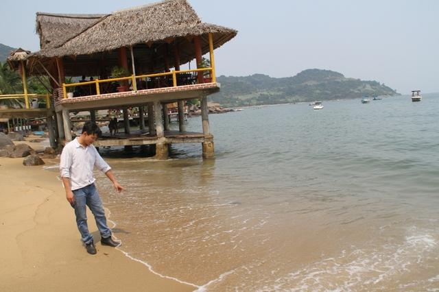 Bờ biển Đà Nẵng vẫn sạch đẹp, nước biển trong xanh...Ảnh: Đức Hoàng