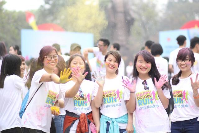 Bất cứ ai khi tham gia đường chạy sắc màu cũng tràn đầy năng lượng phấn khích, vui vẻ và sôi nổi.