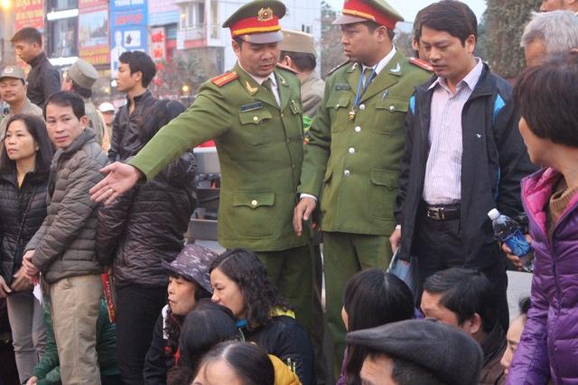Lực lượng chức năng có mặt từ sớm để đảm bảo an ninh.