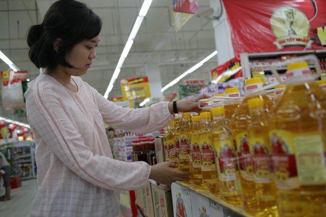 Để cân bằng nhu cầu dinh dưỡng của các thành viên trong gia đình, người nội trợ nên sử dụng dầu thực vật kết hợp đầy đủ 3 thành phần dầu gạo, dầu nành, dầu hướng dương, chẳng hạn như dầu Neptune Gold.
