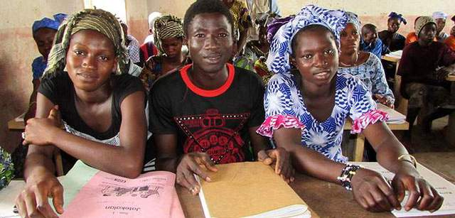Vị thành niên được giáo dục về SKSS/SKTD. Photo: Adwoa Atta-Krah/EDC