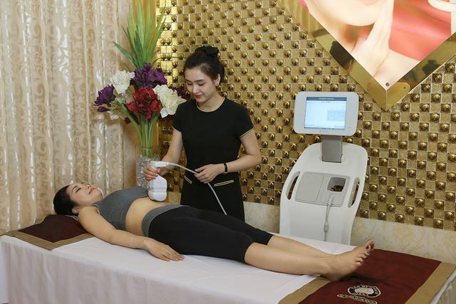 Diễn viên, MC Ốc Thanh Vân điều trị giảm béo Liposonix