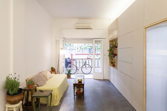 Trong khoảng diện tích nhỏ 60 m2, cách bố trí như vậy khiến các phòng đều chật chội, thiếu chỗ để đồ, thiếu sự liên kết giữa các thành viên trong nhà.