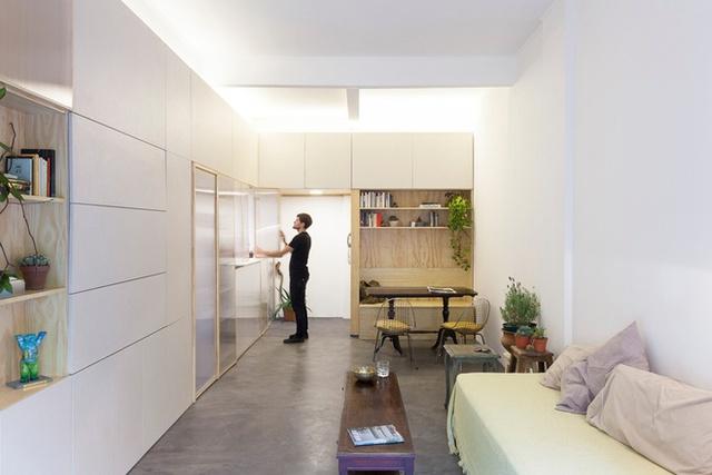 Lúc cần sự kín đáo, riêng tư, chủ nhà có thể khép kín các cánh cửa lại.
