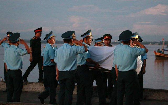 Giây phút đón phi công Trần Quang Khải về đến đất liền