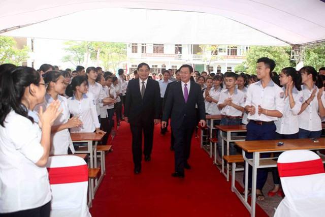 Phó Thủ tướng Vương Đình Huệ đã về dự khai giảng tại ngôi trường mà Phó Thủ tướng theo học thuở niên thiếu