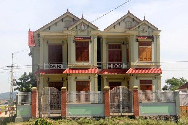 Ngôi nhà xây xong đã hơn 3 năm nhưng chị Tuyết vẫn không dám vào ở. Ảnh: Phan Ngọc