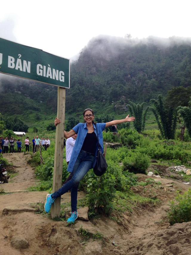 Nguyễn Thị Loan trong một chuyến từ thiện ở vùng cao
