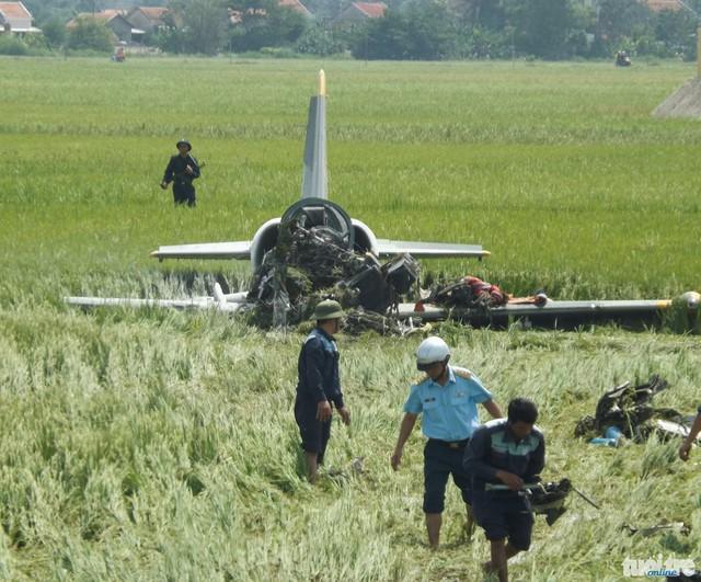 Hiện trường vụ rơi máy bay L-39 sáng nay. Ảnh Tuổi trẻ.