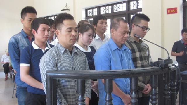Minh sâm và các đồng phạm trước tòa. Ảnh: HC