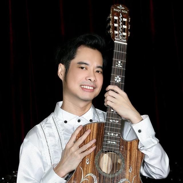 Ca sĩ Ngọc Sơn vẫn ấn tượng với những ngày đầu khi anh được đứng trên sân khấu của Nhà hát Lớn Hà Nội khi anh còn là một thanh niên gày nhom