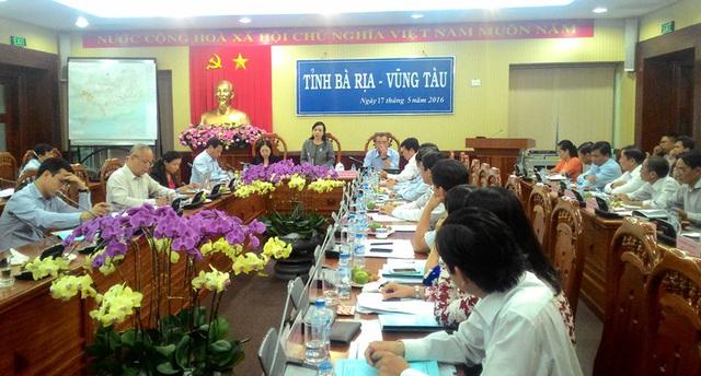 Bộ trưởng và các thành viên đoàn công tác làm việc cùng đại diện cấp ủy/chính quyền tỉnh Bà Rịa - Vũng Tàu về kết quả hoạt động lĩnh vực y tế 4 tháng đầu năm, phương hướng hoạt động thời gian tới.