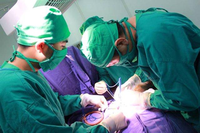Ca phẫu thuật thành công cho bé Anh Thư. Ảnh: Thế Thiêm