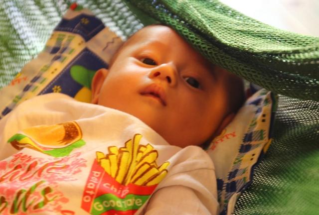 Thành viên nhỏ tuổi nhất ở đảo Sinh Tồn - bé Nguyễn Gia Khanh (3 tháng tuổi).
