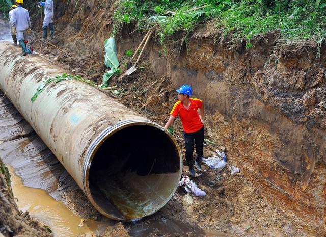 Sau 17 lần vỡ đường ống thì việc chủ đầu tư lựa chọn nhà thầu Trung Quốc để cung ứng đường ống mới đã khiến người dân lo ngại. Ảnh minh họa
