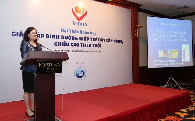 Theo PGS.TS Nguyễn Thị Lâm, việc bổ sung 500ml sản phẩm dinh dưỡng công thức hàng ngày cho trẻ từ 2-4 tuổi có khả năng hỗ trợ giảm thiểu tình trạng thiếu vi chất dinh dưỡng ở trẻ. Ảnh T.Lập