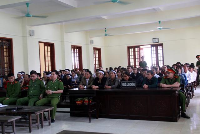 Rất đông người tham gia dự phiên tòa. Ảnh: Phan Ngọc