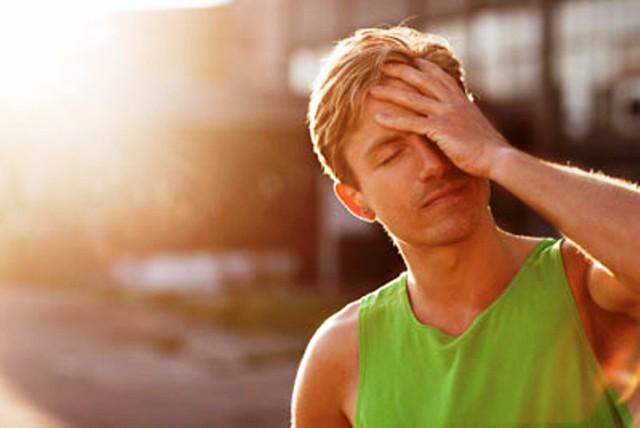 Các chuyên gia khuyến cáo, nếu không được xử lý kịp thời, đúng cách, say nắng có thể ảnh hưởng xấu đến sức khỏe. Ảnh minh họa