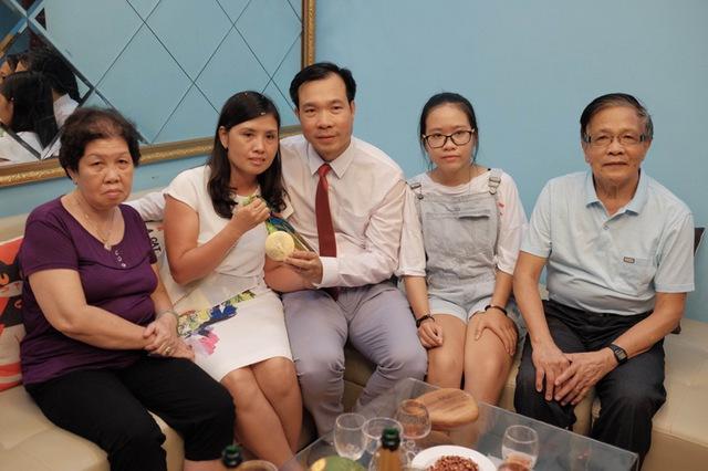 Gia đình xạ thủ Hoàng Xuân Vinh