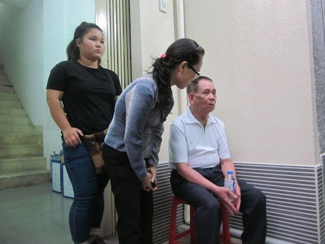 Mọi người hỏi thăm động viên cha ca sĩ Minh Thuận