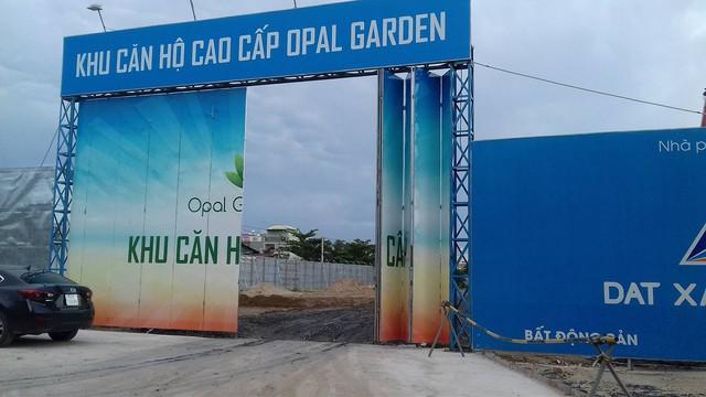 Bên trong dự án Opal Garden vắng bóng công nhân.