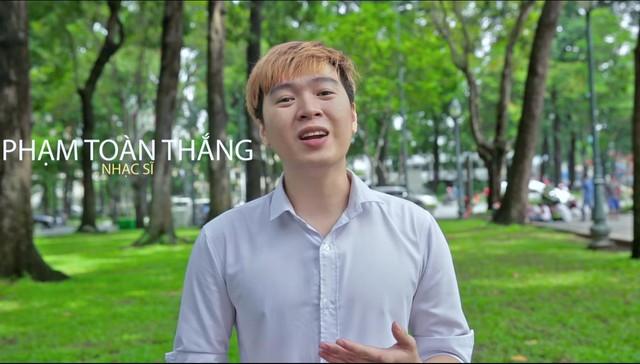 Nhạc sĩ Phạm Toàn Thắng, chủ nhân loạt hit Dấu mưa, 4 chữ lắm, Chuyện của mùa đông..đề cao việc đưa cái tôi vào từng tác phẩm âm nhạc để tạo dấu ấn cá nhân