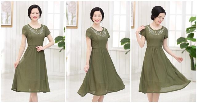 Mẫu váy xòe điệu đà với màu sắc lạ