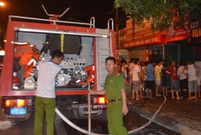 Sau 30 phút, đám cháy được dập tắt. Ảnh: Dương Trường