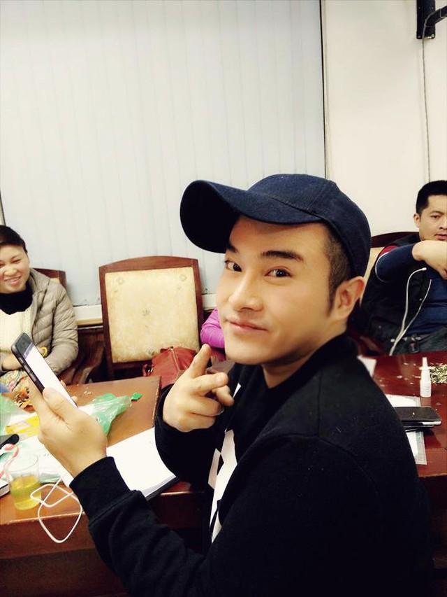 Minh Quân đã được chọn tham gia ê-kíp Táo Quân 2016. Chàng ca sĩ tỏ ra hứng thú với vai diễn của mình.