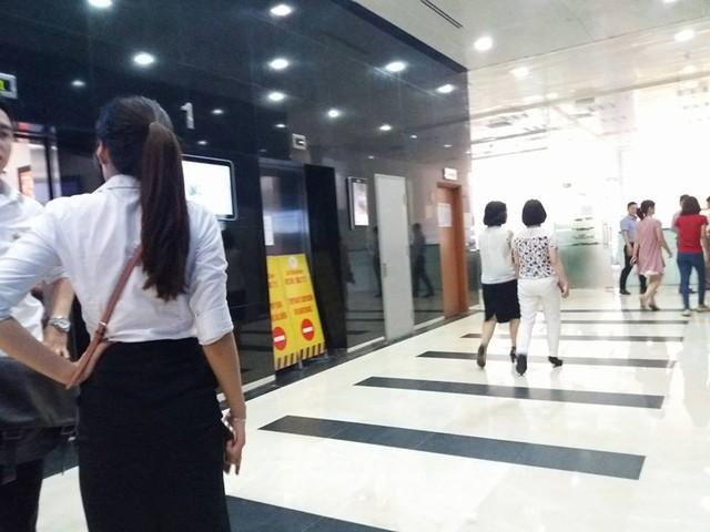 Khu vực thang máy của Tòa nhà Geleximco, địa chỉ 36 phố Hoàng Cầu.