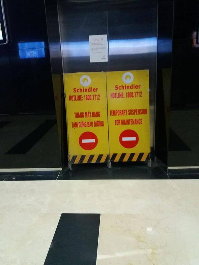 Thông báo tạm dừng để sửa chữa thang máy.