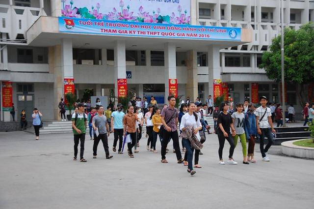 Sáng 30/6 đã có 98% số thí sinh đăng ký dự thi đến các điểm thi làm thủ tục dự thi