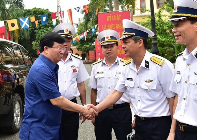 Bộ Quốc phòng được chỉ đạo làm tốt công tác chính trị tư tưởng, động viên cán bộ, chiến sĩ vượt qua khó khăn, hoàn thành tốt nhiệm vụ. Ảnh CP