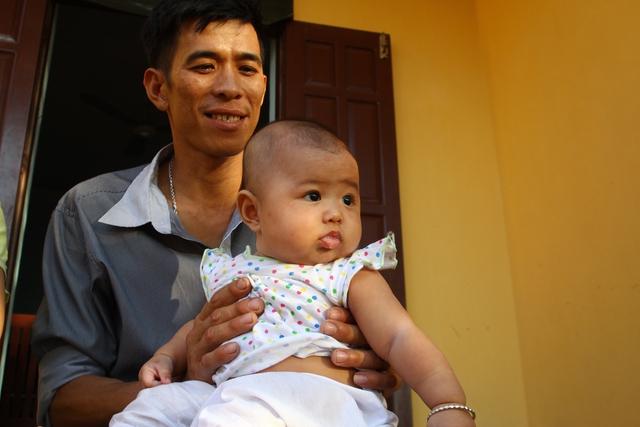 Bé Thái Bình Hải Thùy (4 tháng tuổi) - công dân nhỏ tuổi nhất trên đảo Trường Sa lớn.