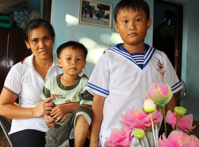 Tổ ấm của gia đình chị Phạm Thị Như Trinh và anh Nguyễn Phong Danh. Hai vợ chồng chị Trinh có 2 con, cháu Đạt (học lớp 3) và cháu Phát mới 4 tuổi. Cuộc sống ở Trường Sa rất bình yên, chị Trinh tâm sự.