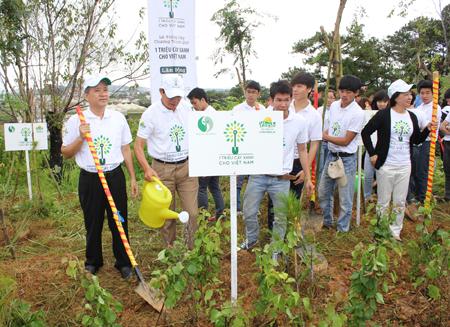 """Hưởng ứng chiến dịch """"làm cho thế giới sạch hơn 2013"""" tại Lâm Đồng 3"""