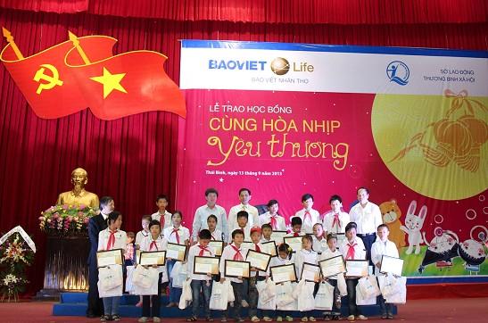 Bảo Việt Nhân thọ mang tết trung thu đến trẻ em nghèo vượt khó 1