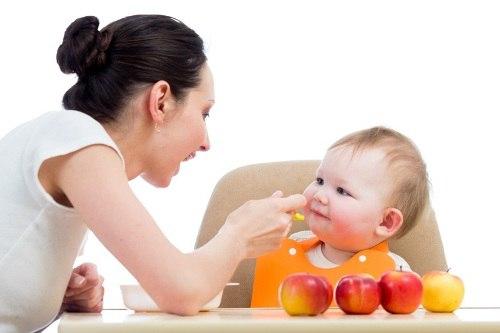 Giúp mẹ lựa chọn hoa quả cho bé 1