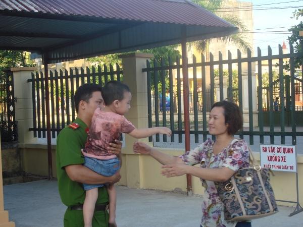 Cuộc đoàn tụ đẫm nước mắt của người mẹ với đứa con mang hai họ 1