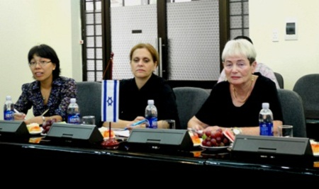 Tổng cục trưởng Tổng cục DS-KHHGĐ tiếp xã giao Đại sứ Isarel tại Việt Nam và GS Ariela Lowenstein 2