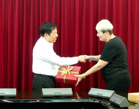 Tổng cục trưởng Tổng cục DS-KHHGĐ tiếp xã giao Đại sứ Isarel tại Việt Nam và GS Ariela Lowenstein 3