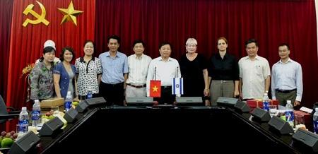 Tổng cục trưởng Tổng cục DS-KHHGĐ tiếp xã giao Đại sứ Isarel tại Việt Nam và GS Ariela Lowenstein 4