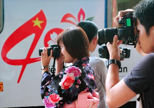 """Xem áo dài và Kimono """"đọ"""" giữa sân ga Hà Nội 7"""