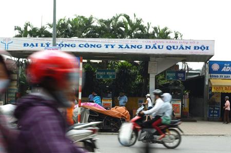 """Cận cảnh những cây xăng trong nội đô mà Hà Nội sẽ """"trảm"""" 2"""