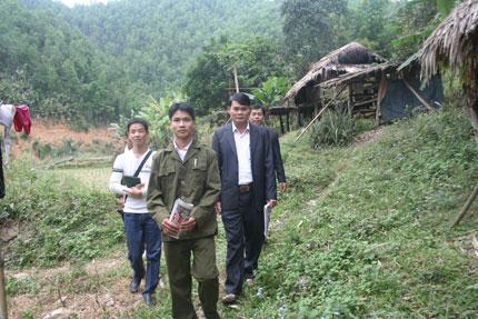 Cheo leo đường đến với cô bé Sán Chí nơi khe núi heo hút 6