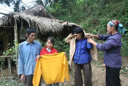 Cheo leo đường đến với cô bé Sán Chí nơi khe núi heo hút 3