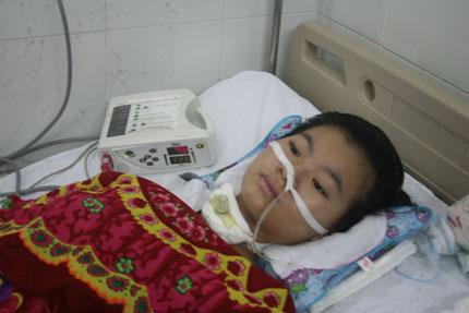 Vòng tay nhân ái hỗ trợ khẩn cấp 10 triệu tới bé viêm não thoi thóp qua ngày 2