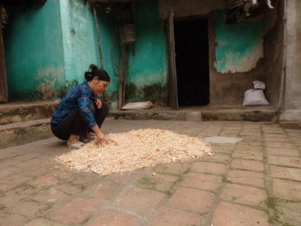 Xót xa hình ảnh bụng ngày càng phình to của bé Nguyễn Thị Dung 4
