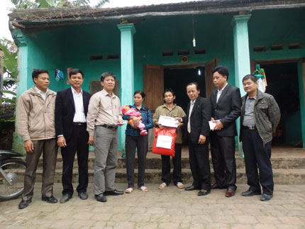 Xót xa hình ảnh bụng ngày càng phình to của bé Nguyễn Thị Dung 1